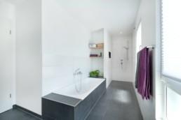 TALBAU-Haus_U121_Badezimmer-min