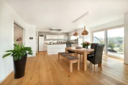Offene Küche mit fließendem Übergang ins Esszimmer