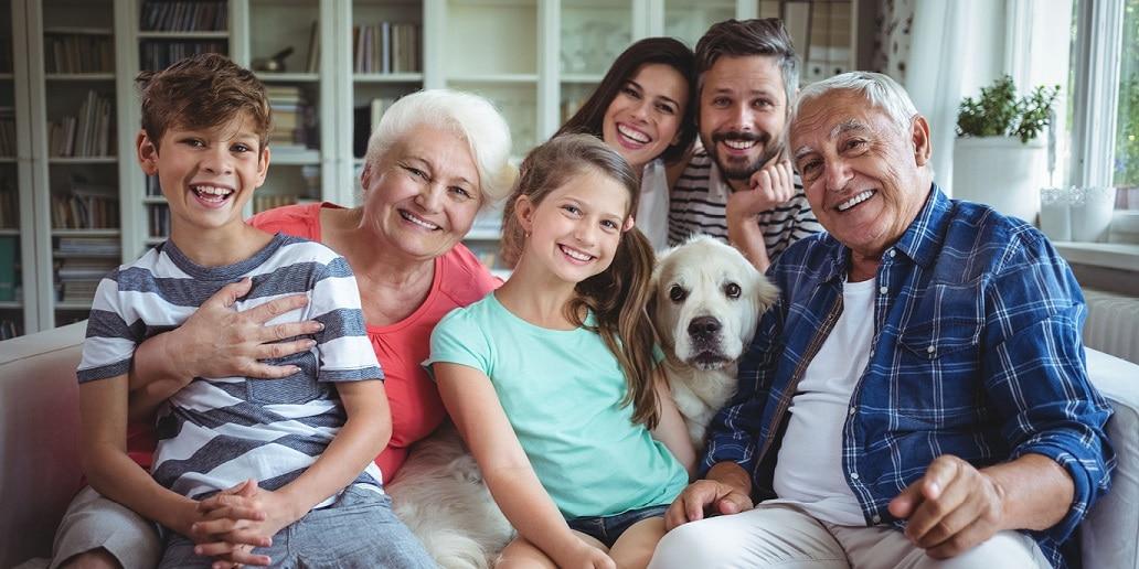 Familie im Zweifamilienhaus